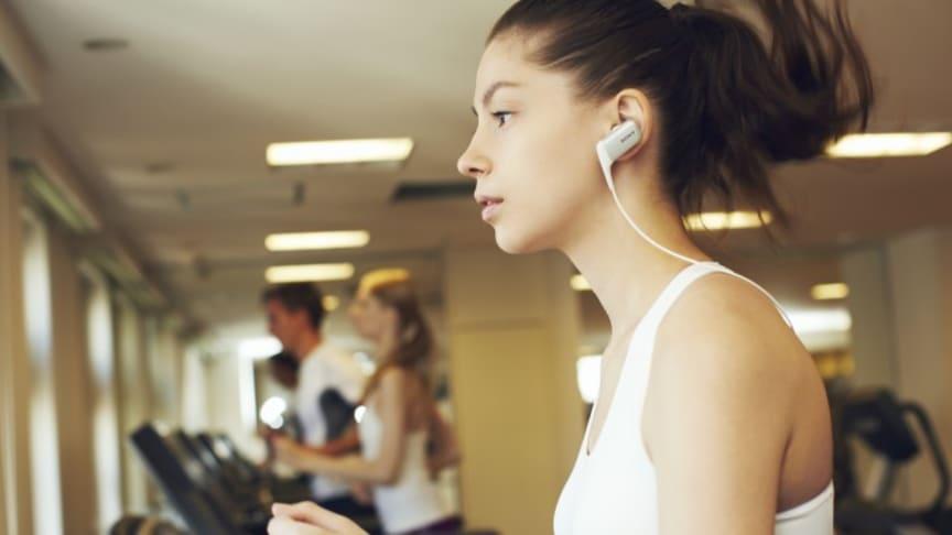 Fire nye Bluetooth®-hovedtelefoner fra Sony gør det nemt og bekvemt at lytte til musik