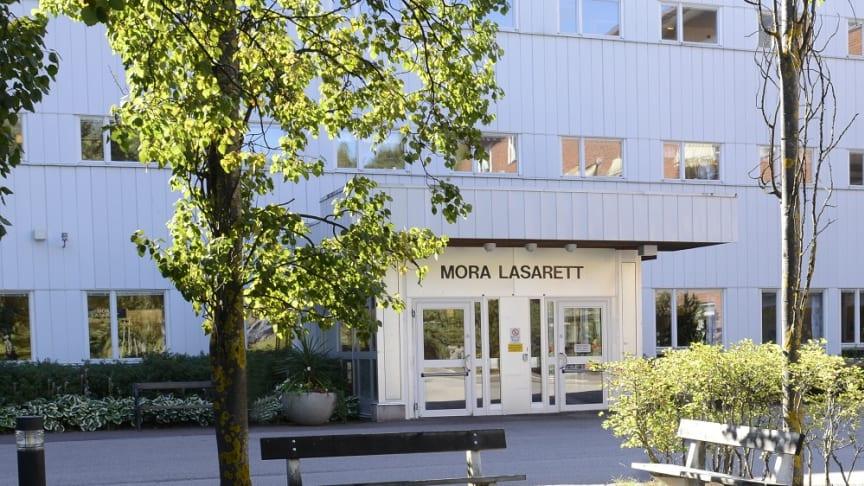 """Mora lasarett toppar i år Sveriges yngre läkares förenings ranking över landets bästa AT-orter. """"Det visar på att våra AT-läkare trivs i Mora och att verksamheterna verkligen tar väl hand om våra AT-läkare"""", säger Anette Blomberg, AT-ansvarig."""