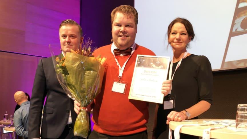 Fr v. Henrik Forseberg, teknik- och projektchef på Novi Real Estate (jury), vinnaren Johan Paulsson, Riksbyggen och Lena Boberg, vd Ica Fastigheter (juryn).