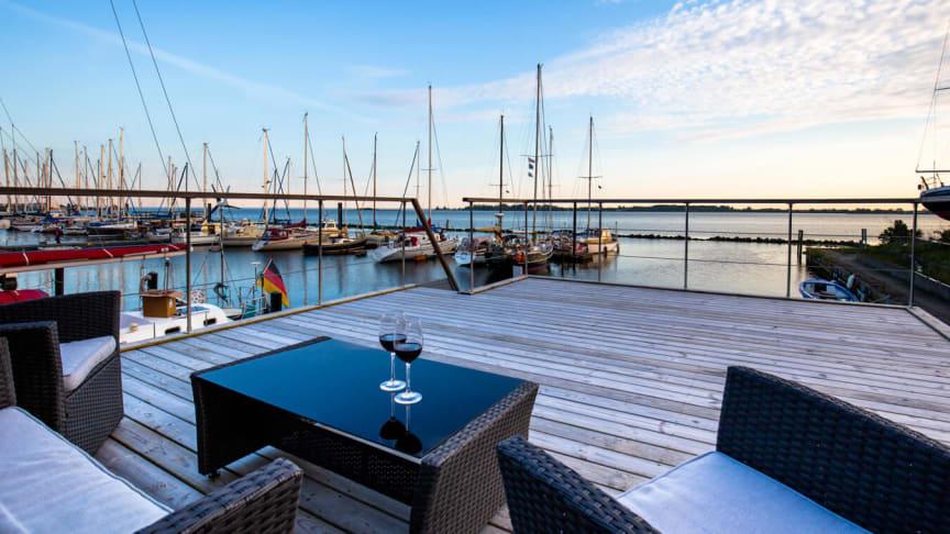"""""""Tagterrassen"""" på en af de husbåde, som turister kommmer til at nyde udsigten fra til sommer."""