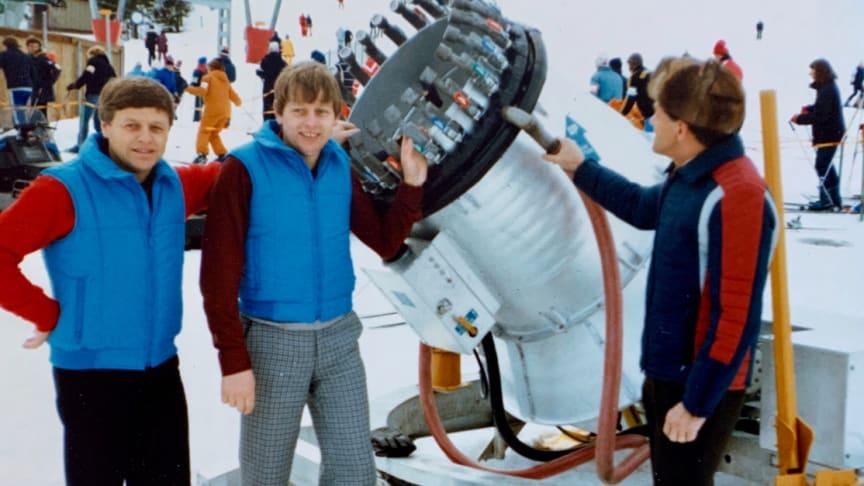 Erik och Mats Paulsson vid en snökanon i Lindvallen under 70 talet.