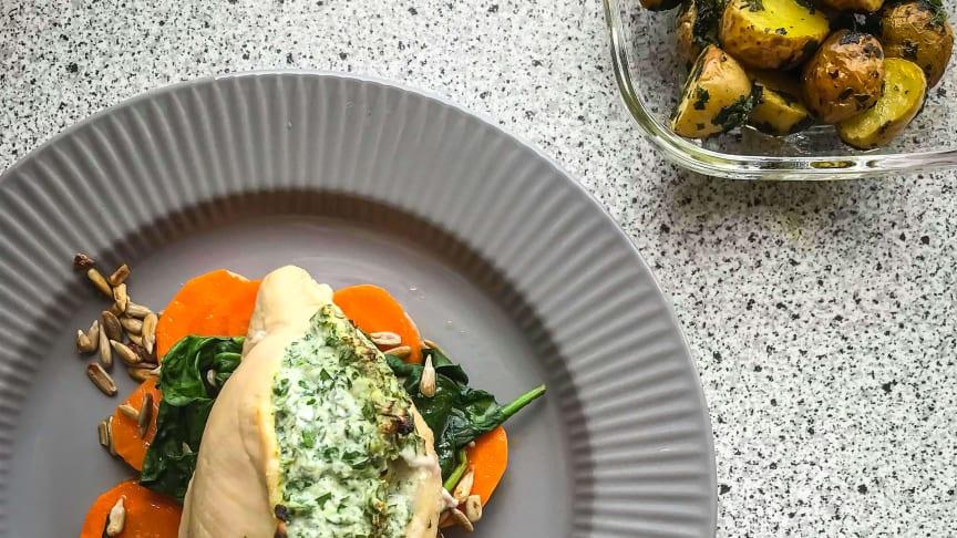 Sådan kan det se ud, når elever fra Tradium laver mad i hjemmekøkkenet. Foto // Pernille Bak Sørensen