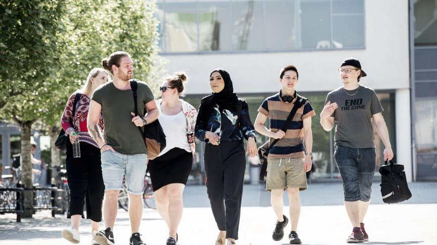 Hög andel studenter på Högskolan Väst får jobb efter examen
