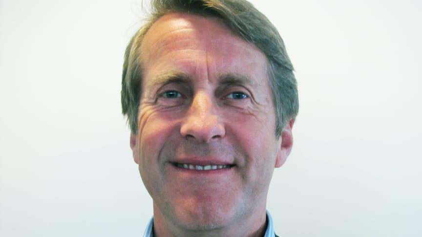Per Mortensen, konsernsjef i Linstow, har signert De ti strakstiltakene, som er en del av Eiendomssektorens veikart mot 2050. Foto: Linstow