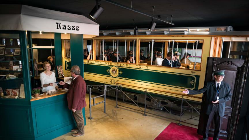 TimeRide GmbH wurde für seine Geschäftsidee mit dem Bayerischen Gründerpreis ausgzeichnet: Virtuelle Zeitreise in die Domstadt vor über hundert Jahren. Mittels Virtual Reality erleben Besucher das alte Cöln zur wilhelminischen Kaiserzeit hautnah.