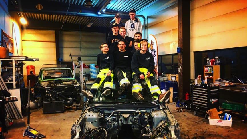 Valdres Gatebil får støtte til Garasjin, et mekkverksted for ungdom. (Foto: Garasjin)
