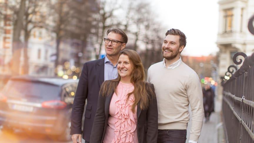 På fotot från vänster: Sten R Sörensen, VD Cereno Scienfitic AB, Klementina Österberg, VD GU Ventures AB, samt Erik Gatenholm, VD och medgrundare CELLINK AB