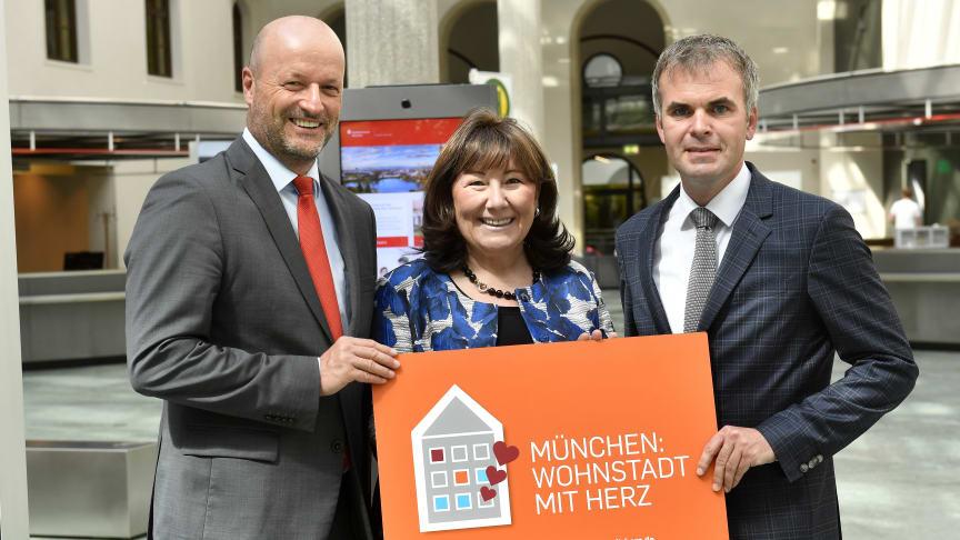 Ralf Fleischer, Vorstandsvorsitzender der Stadtsparkasse München, Petra Reiter, Schirmherrin des Münchner Netzwerks Wohnungslosenhilfe,  und Christoph Frey, Geschäftsführer der AWO München-Stadt.