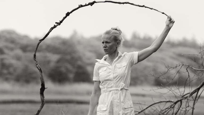 I Mitt dansande liv får vi ta del av Helena Franzéns 30 år som verksam koreograf. Här blandas utdrag ur verk med skrifter, musik och fotografier. Foto: Håkan Jelk