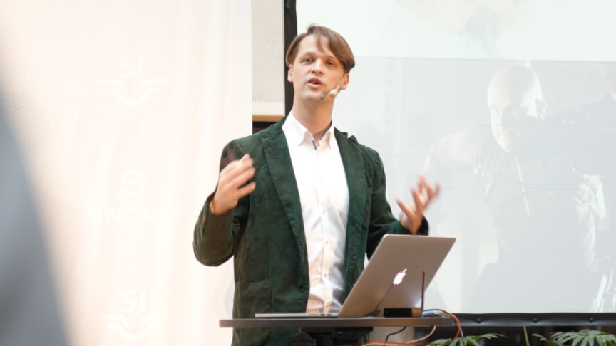 Hannes Sjöblad, Chief Disruption Officer på Epicenter, föreläste om digitala trender och biohacking på SJ BizTalks.