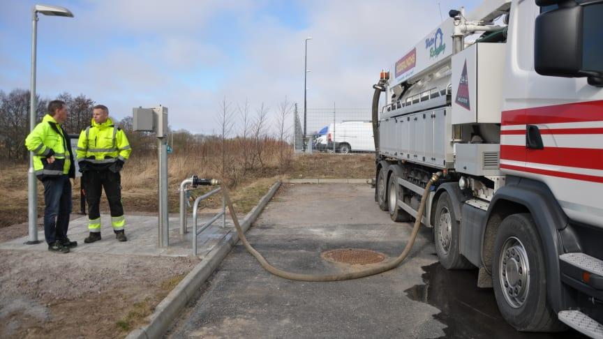 Så lätt tankar du vatten på NSVAs nya vattentankstationer