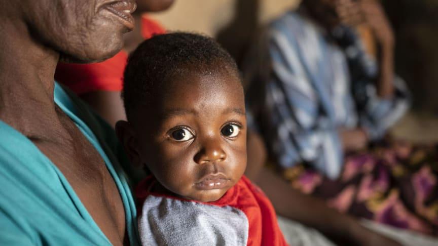 Junior, 9 månader, drabbas av krisen i Zimbabwe