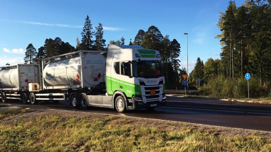 Den første Scania-lastbil med 13 liters bioethanol-motor kommer ud på vejene
