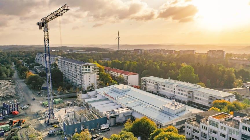 Byggnationerna i full gång vid Gårdsten Centrum. Foto: Serneke.