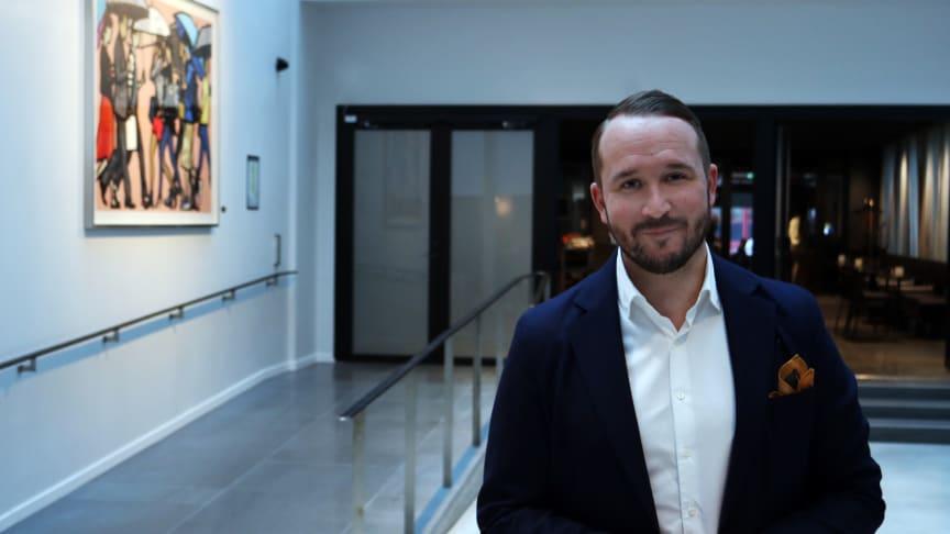 Mattias Büman ny Sales Manager Meeting & Events på At Six, med en del av eventytan som bakgrund.