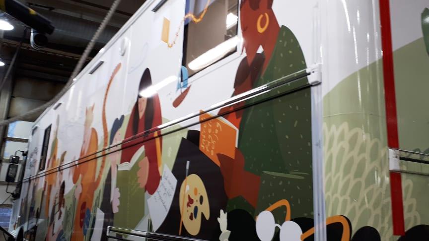 Nu kommer den - vår nya biblioteksbuss!