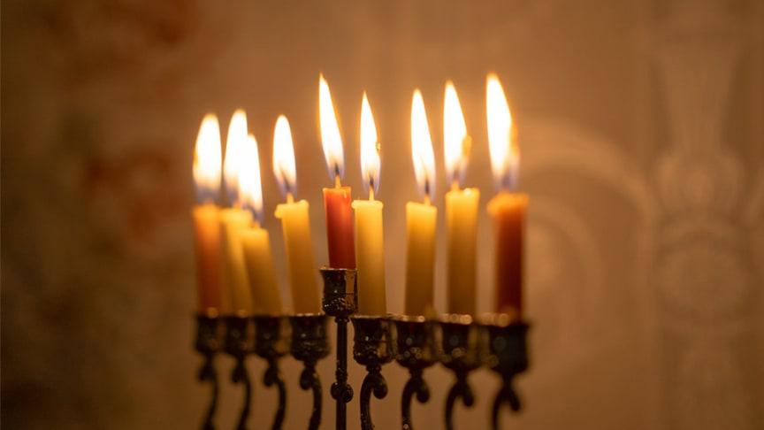 I december ökar antalet bränder som hänger samman med tända ljus.