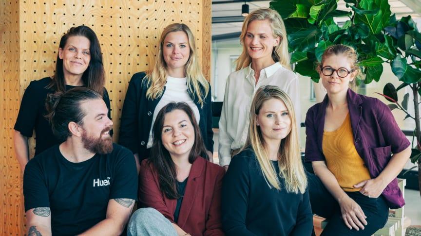 Hjördis är Maria Lindberg, Kristin Lindholm Hallin, Emelie Mannheimer, Frida Jeppsson Prime, Christoffer Skogsmo, Ida Nilsson och Nina Lindgren.