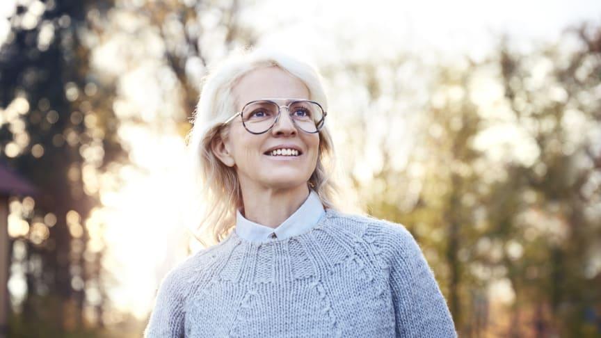 Ålderssynthet beror på att elasticiteten i ögats lins försämras. De första tecknen kan komma runt 40-års ålder.