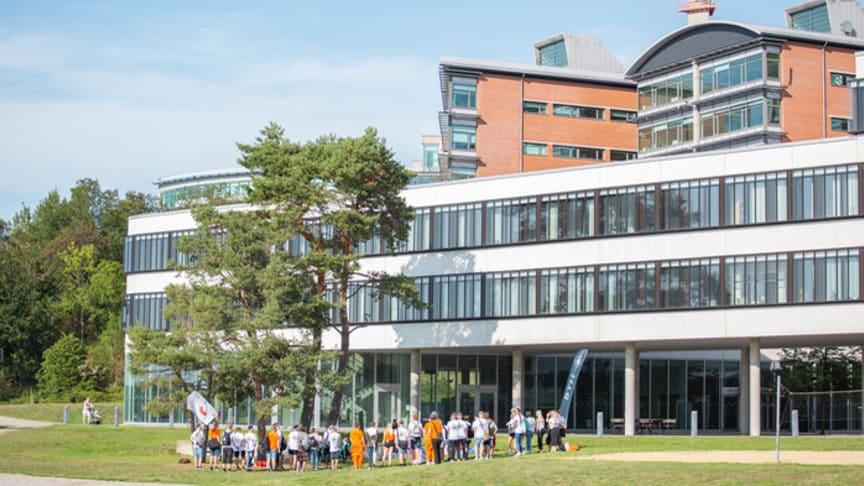 Drygt 2 800 nyantagna studenter välkomnas i höst