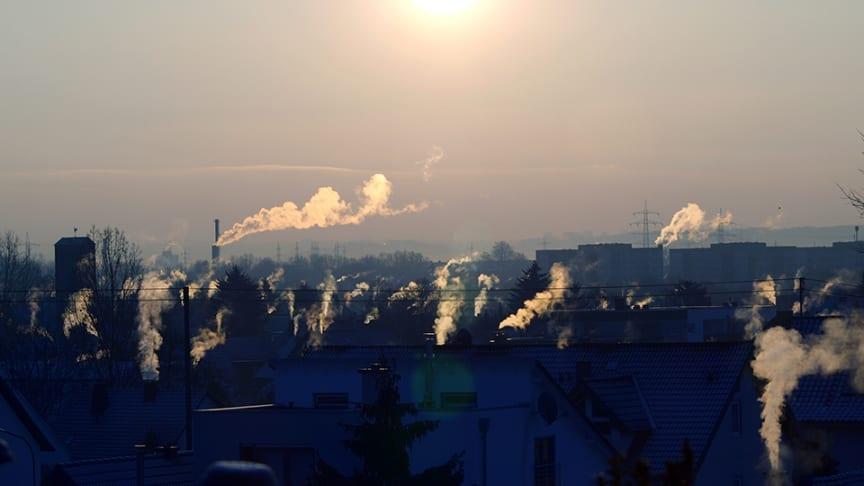 En ny rapport som IVL Svenska Miljöinstitutet har tagit fram tillsammans med FN:s miljöprogram UNEP visar att skillnaderna i luftkvalitet mellan öst och väst blir allt större.