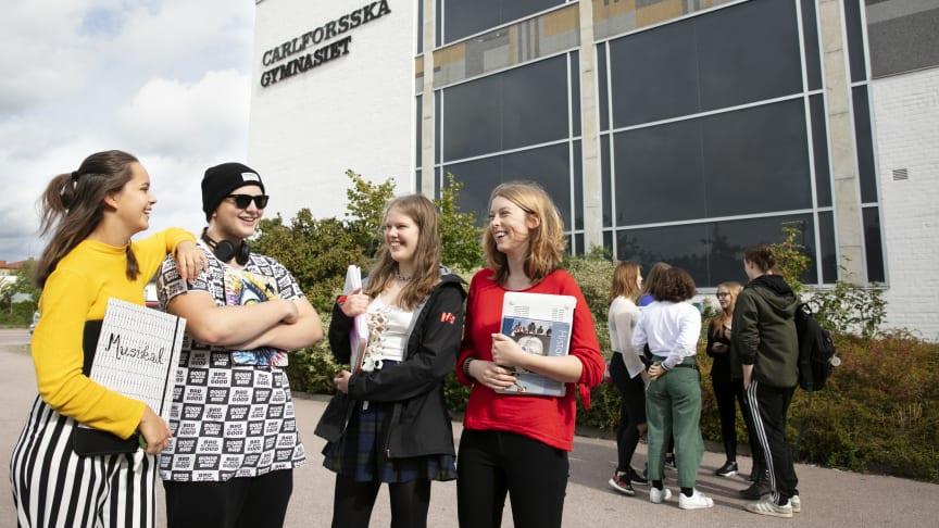 Elever från Carlforsska gymnasiet får lyssna till talmannen som berättar varför EU-valet är viktigt för oss i Sverige.
