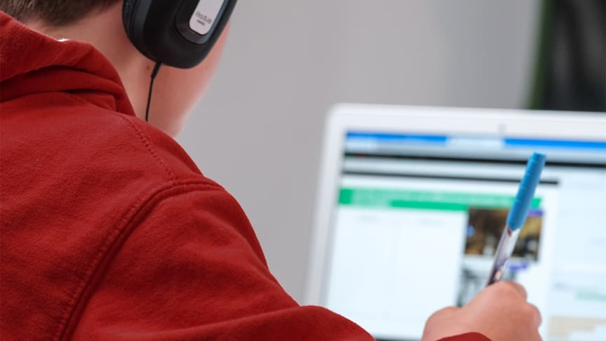 Teaching secondary school children to code