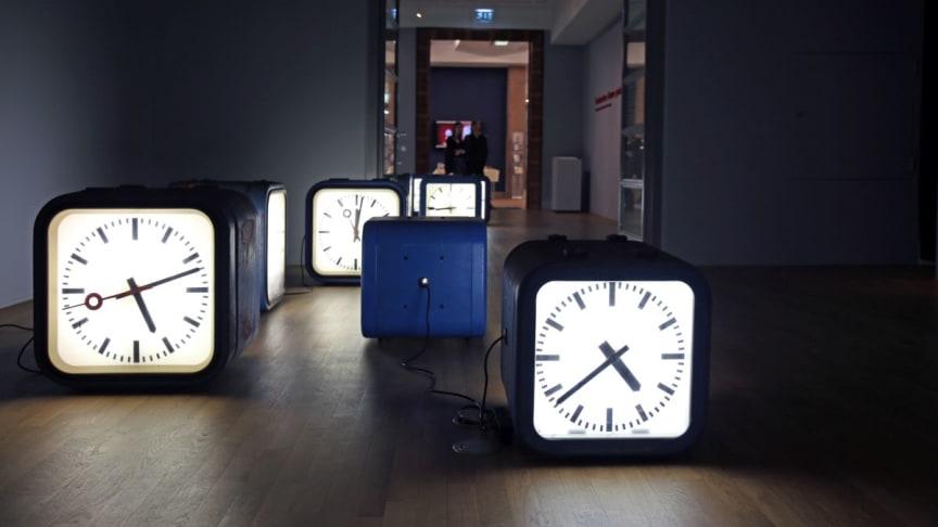 """Die Installation """"Zeitparcours"""" in der Ausstellung """"Gedanken Raum geben"""" im GRASSI Museum für Angewandte Kunst Leipzig"""