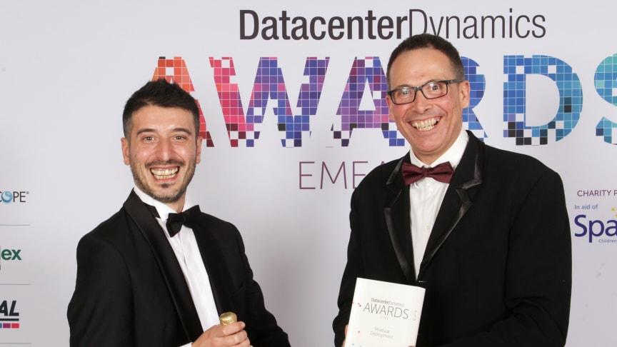 Innovasjon i verdensberømt kirkebygg: Schneider Electric vant pris for datasenter i Sagrada Familia