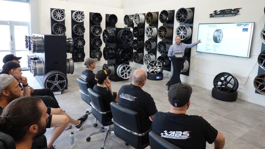 ABS Wheels går den populära däckskolan från Sveriges fordonsverkstäders förening