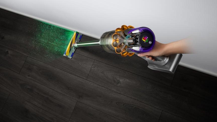 Der Dyson V15 Detect verfügt in der Bodendüse über die erste Lasertechnologie von Dyson, um verborgenen Staub zu entdecken