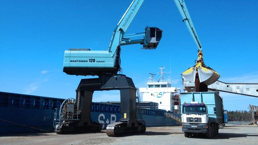 Thomas Concrete Groups VD, Hans Karlander, menar att förvärvet av Stockholms Bulk Hamn AB är en viktig affär i företagets strategi att fortsätta utveckla och framtidssäkra koncernen.