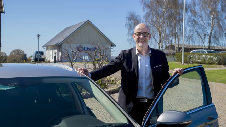 Bengt Andersson, product and marketing director at Lindab, likes the experience of driving to and from home, and all distances up to 40 km on pure electric power.