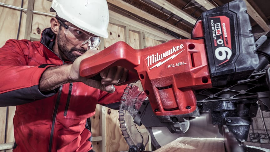 MILWAUKEE® PRÆSENTERER BRANCHENS LETTESTE BATTERIDREVNE KAP-/GERINGSSAV