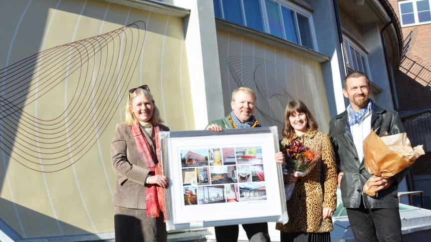 Assisterende rektor Berit Arnesen, prosjektleder i Undervisningsbygg Andreas Halsebakke, byråd Rina Mariann Hansen og kunstner Lars Kristian Gylver.