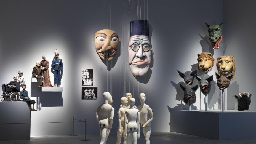 Arne Högsander har skapat dockor och masker åt bland annat Fanny och Alexander. Foto: Västerås konstmuseum