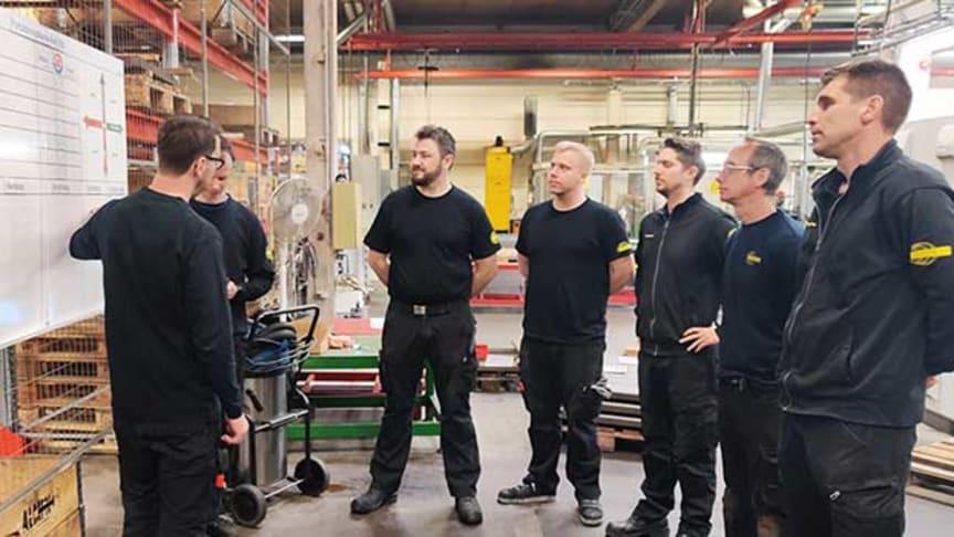 Personalen vid Rekordverken får utbildning i hur verktyget FP Analyzer fungerar och hur det  bidrar till färre stopp i produktionskedjan.