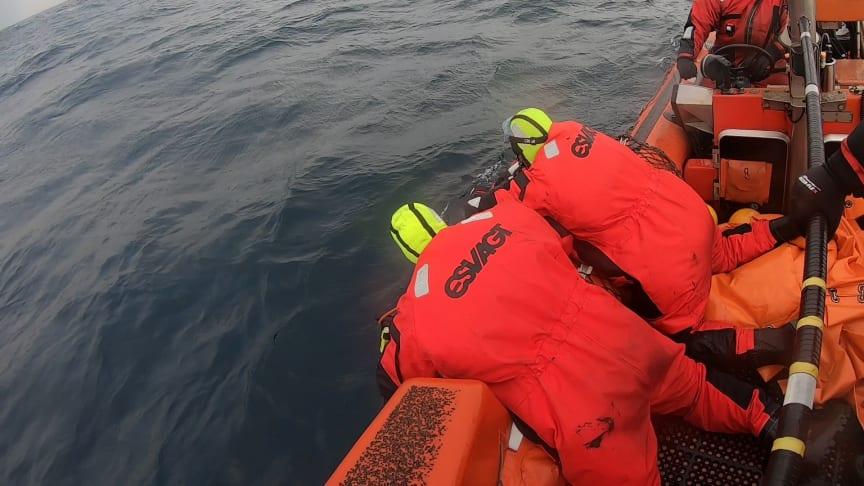 """Kvæstede personer trækkes ombord i FRB'en i ESVAGT's træning """"Tour de Nordsø"""""""