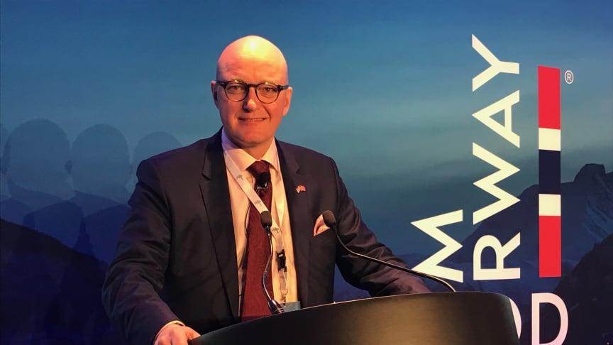Norges sjømatråds fiskeriutsending i Storbritannia, Hans Frode Kielland Asmyhr, frykter for sjømateksporten til Storbritannia med ny statsminister