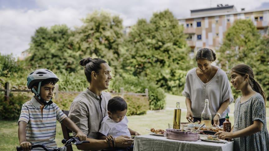 Vi är med och utvecklar Göteborg genom att bygga bostadsrätter och småhus i miljonprogramsområden.