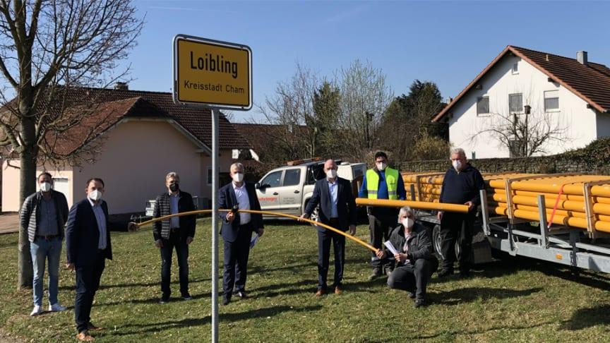 Der Bau einer neuen Erdgasversorgung im Chamer Stadtteil Loibling kann beginnen. Zusätzlich nutzt die Stadt die Gelegenheit zum Breitbandausbau.