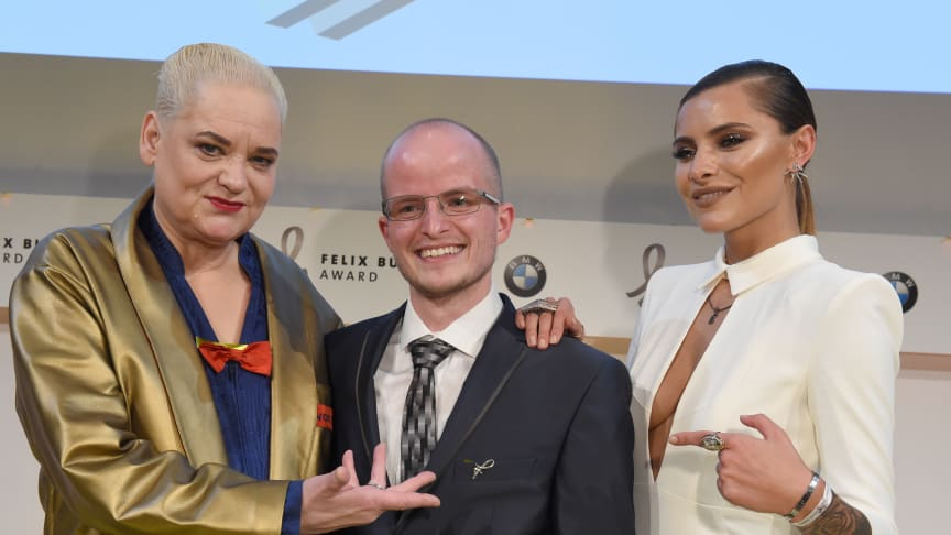 """""""Ehrenfelix""""-Preisträger Benni Wollmershäuser mit Hella von Sinnen und Sophia Thomalla"""