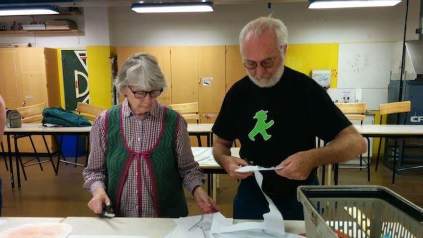 Händer - ett verk av alla elever på Stadsskogsskolan med över 400 elever - tar form.