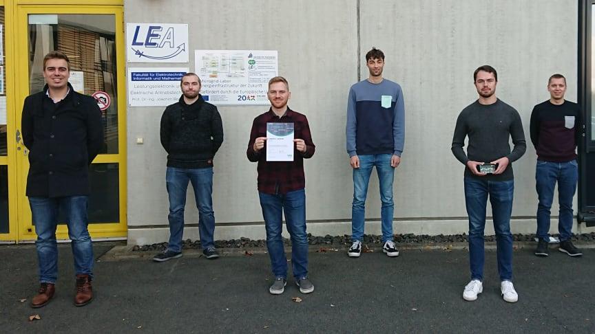 U. a. eine Projektgruppe der Uni Paderborn bekommt den Energy Award von WW und 1000 Euro Preisgeld (v. l.): Philipp Rehlaender (Betr.), Manuel J. Klaedtke, Konstantin Kroschewski, Till Piepenbrock, Dieter Teichrib und Nikolas Förster (Betr.).