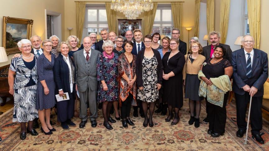 Alla 23 nominerade vardagshjältar från 14 kommuner i länet samlade i Gula salongen tillsammans med landshövding Anders Danielsson och länsöverdirektör Lisbeth Schultze. Foto: Misak Nalbandian