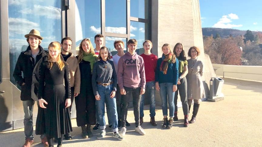 Vorbereitungsgruppe Schülertagung ‹Courage› auf der Terrasse des Goetheanum (Foto: Jugendsektion)