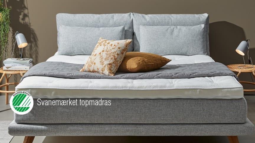 Mød vores skønne Atlas-seng med Svanemærket topmadras udført i et stilfuldt og tidsløst design med rigtig god liggekomfort.