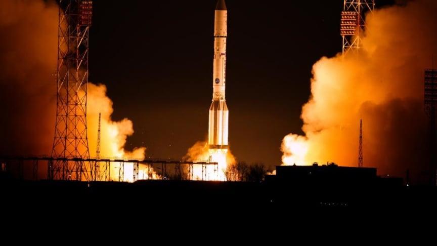EUTELSAT 9B satellite soars into space