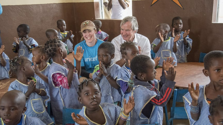 Norwegian's CEO and Founder, Bjørn Kjos, with UNICEF Norway's CEO, Camilla Viken, in Mali, 2017.