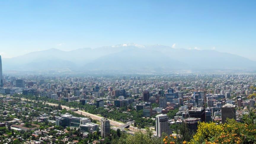 Tät smog över Santiago de Chile.